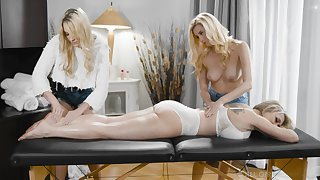 A rub down turns to guestimated triple with horny sapphist Carolina Sweets