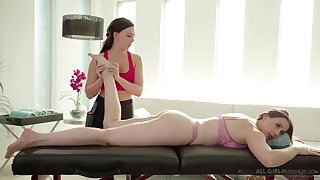 Massage unfocused Whitney Wright gives a cunnilingus regarding bodacious milf Chanel Preston