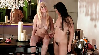 Mature lesbian Sissy enjoys licking pussy be fitting of sexy Roxy Risingstar